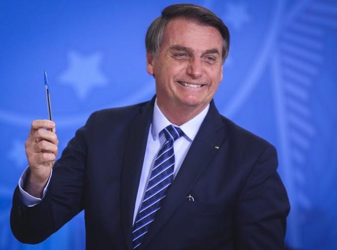 Bolsonaro sanciona pacote de auxílio de R$ 60 bi a estados e municípios; veja