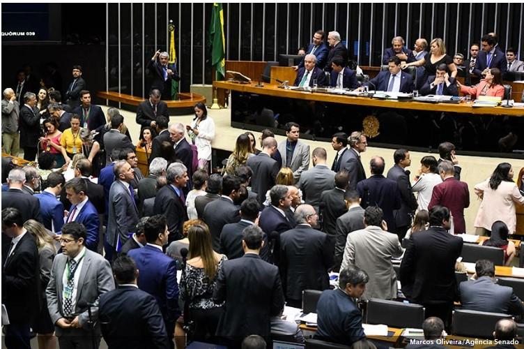 REAGE POVO!!! Bandidos do Congresso inviabilizam trabalhos da polícia e do Poder Judiciário