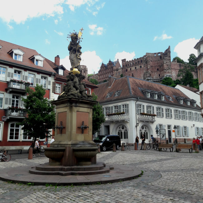 Travel guide Heidelberg, Germany: Heidelberg Old Town | Happy in Red