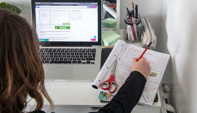 """Πρεμιέρα σήμερα για το """"ηλεκτρονικό μάθημα"""" σε μαθητές δημοτικών και νηπιαγωγείων"""