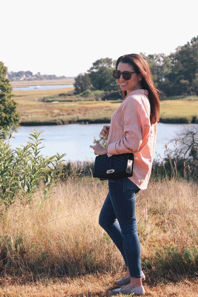 Boston Life and Style Blogger, The Northern Magnolia, is featuring a peach button-down top with the perfect slouchy fit with skinny jeans and gray loafers.