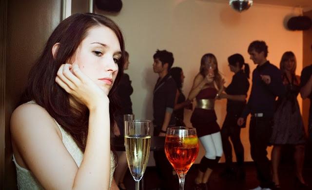 Personas socialmente ansiosas luchan por estas 5 cosas ordinarias