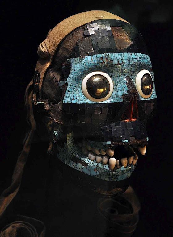 Máscara do deus mexicano Tezcatlipoca. Museu Britânico. A morte ritual voluntária era tida como uma salvação entre esses índios. A humanofobia retoma o demoníaco costume