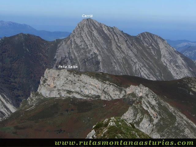 Ruta Víboli Peña Subes y Sen Mulos: Vista de Peña Salón y Carriá desde Peña Subes