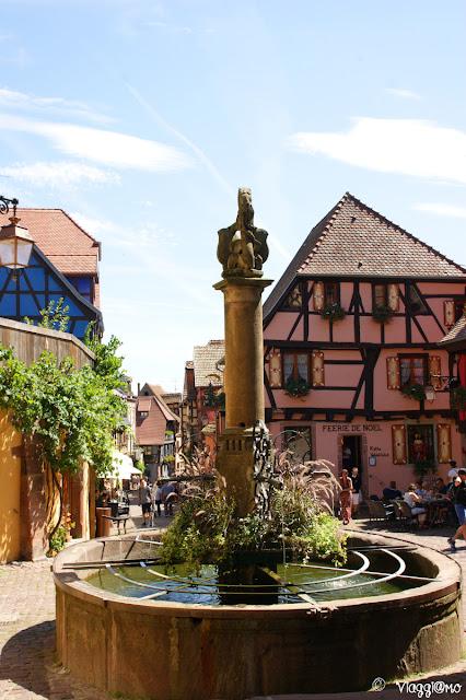 Una delle fontane storiche di Riquewihr
