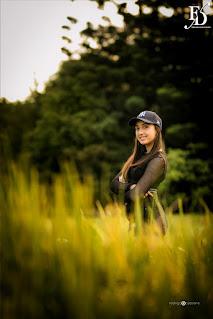 book fotográfico de 15 anos em porto alegre de uma jovem fã de k-pop que escolheu um cenário outonal para o seu ensaio fotográfico por fernanda dutra cerimonialista em porto alegre