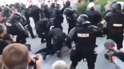 """20 arrestati nella protesta contro lockdown, """"propaganda LGBTQ+"""" e vaccini Lituania (VIDEO)"""