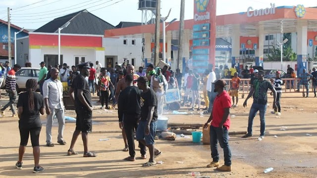 Edo State government imposes 24-hr curfew as protesting youths raze down police station, ransack two prisons (videos)