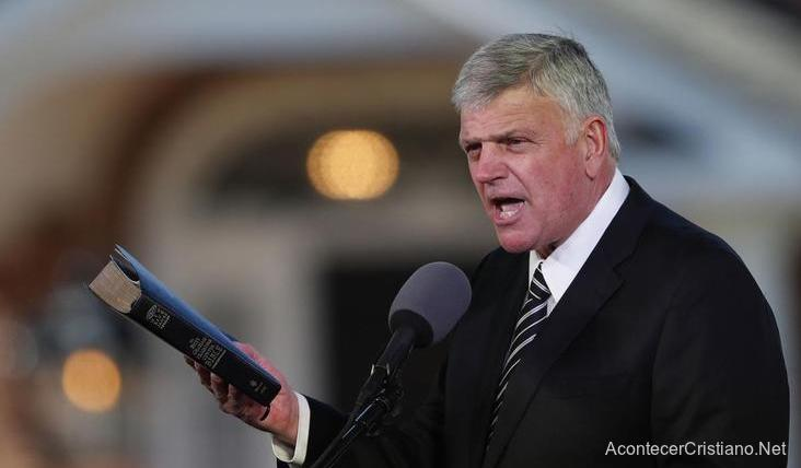 Franklin Graham predicando