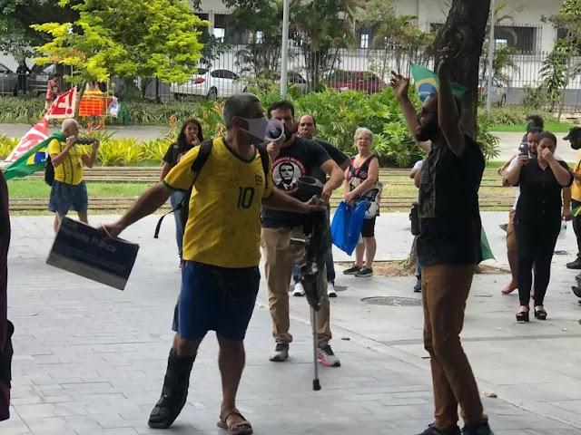 Apoiadores de Silveira agridem manifestante em frente à PF