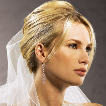 Peinado de novia con cara redonda