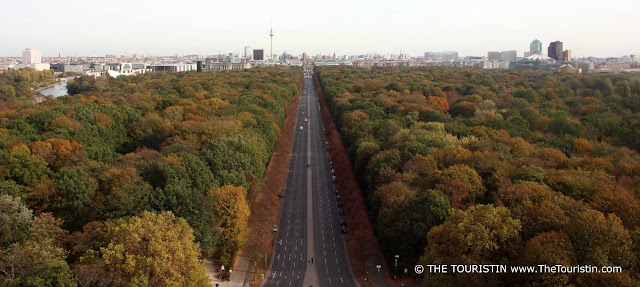 Full view over the Tiergarten in Berlin in autumn colours. In the far distance the TV tower and the Bundestag.