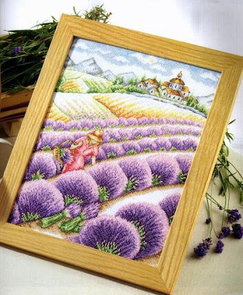 schema punto croce quadro con campo di lavanda e contadina che raccoglie fiori