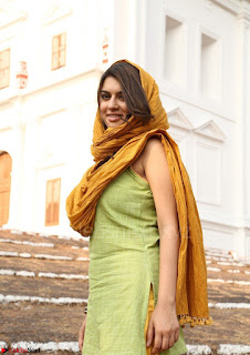 Hansika Motwani Looks super cute in movie Mande Suryudu 018.jpg