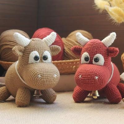 Вязаные быки амигуруми