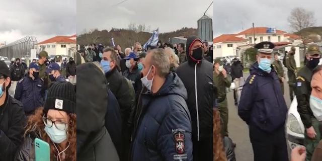 Ορεστιάδα: Έντονες αποδοκιμασίες Εβριτών κατά Μηταράκη για επέκταση ΚΥΤ Φυλακίου (ΒΙΝΤΕΟ)