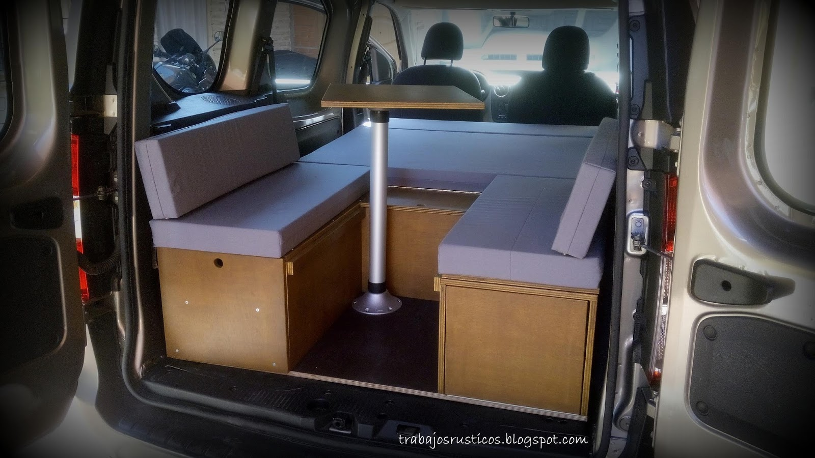 trabajos r sticos modulo camper dacia dokker. Black Bedroom Furniture Sets. Home Design Ideas