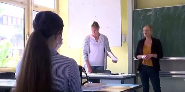 Le scuole in Germania riaprono in conformità con COVID-19, minore numero di studenti in classe e regole di igiene