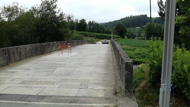 Ponte de Vila Fria com pavimento de pedra