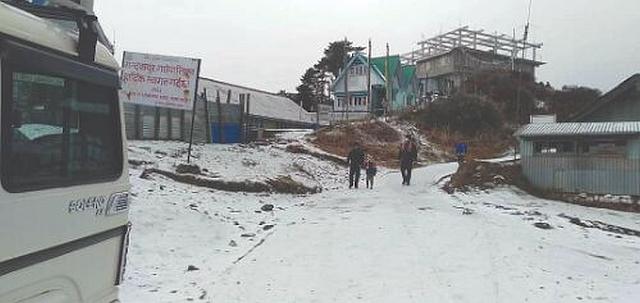 Sandakphu witnesses season's first snowfall