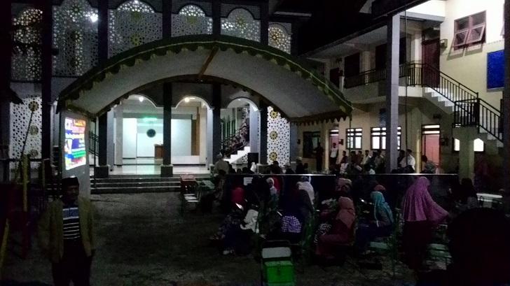 300 Warga Tonton Pemutaran Film G30S di Watulimo