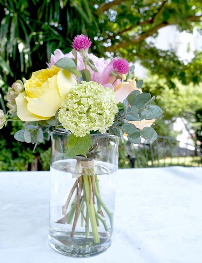 日仏学院ガーデンパーティウェデイング、結婚式のテーブルフラワーアレンジメント
