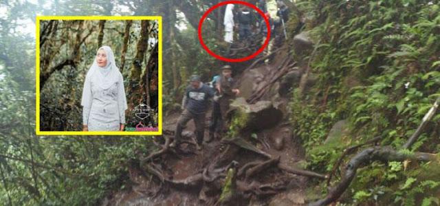 Wanita Berpakaian Serba Putih Di Hutan. Siapa Dia?