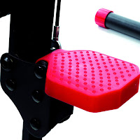 Non-slip foot pedals on MaxiClimber Sport IEAS, image