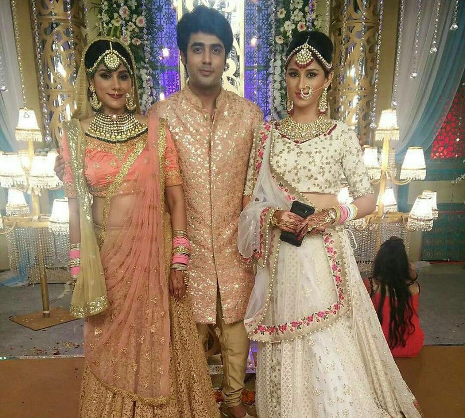 Piya Albela : Latest Full Offscreen Masti Pics - Zee TV