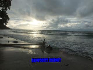 Pantai Legon Waru