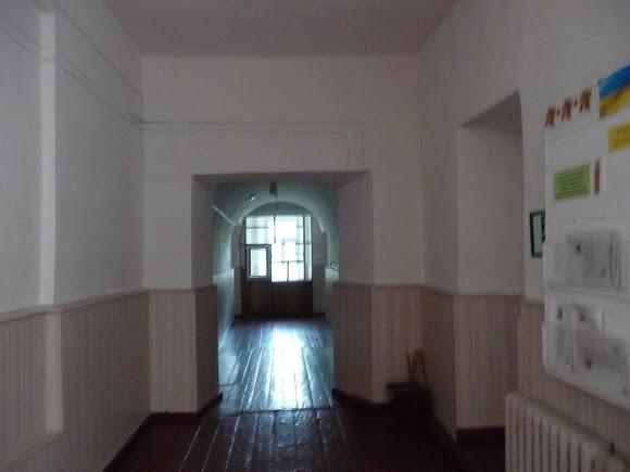 Нежин. Школа № 1 на ул. Гребёнки. Коридор