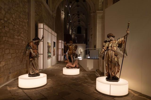 Angeli, estatuas de arcángeles