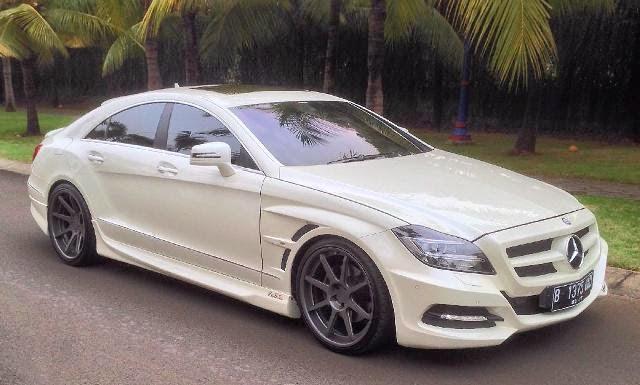 Mobil Mercedes Benz elegan sporty