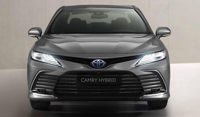 Toyota Camry Hybrid Türkiye'de satışa sunuldu