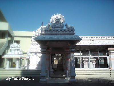 Entrance to the Gangadhareswar Temple in the Dayananda Ashram in Rishikesh, Himalayas