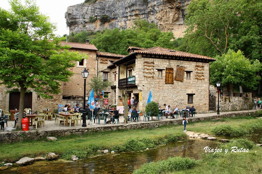 Plaza mayor de Orbaneja del Castillo