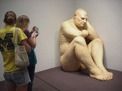 Escultura gigante hiperrealista