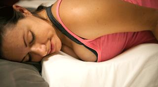 Ιδρώνεις στον ύπνο σου; Τι σηματοδοτεί για την υγεία σου