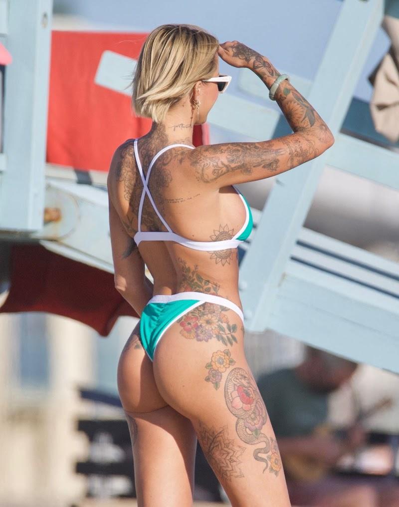 Tina Louise Clicked in Bikini at a Beach 30 Apr-2021