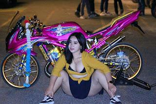 Modifikasi Ninja pink plus model cantik ngangkang Montok