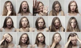 女性による色々な顔の表情の演技