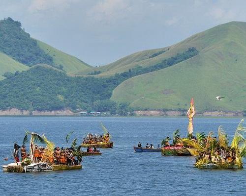 Tinuku.com Travel Lake Sentani Festival an annual folk cultural every June on Kalkhote beach, Jayapura, Papua