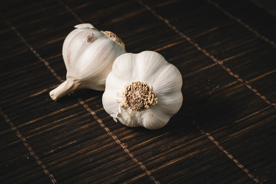 Benefits of eating garlic on an empty stomach every day