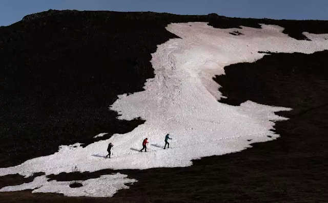 Hikers On Iceland Landscape Top 10 World's Happiest Countries 2017