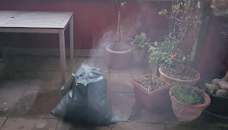 Brennender Müllsack