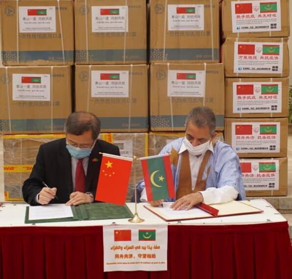 بلدية نواذيبو تتسلم عشرات الآلاف من الكمامات هدية من الصين..- صور