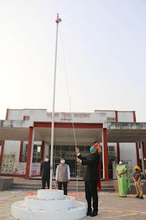 गणतंत्र दिवस समारोह कार्यक्रम हर्षोल्लास के साथ संपन्न, कलेक्टर ने ध्वजारोहण कर परेड की ली सलामी
