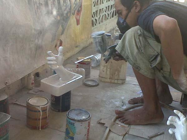 pembuatan patung tangan_souvenir asbak
