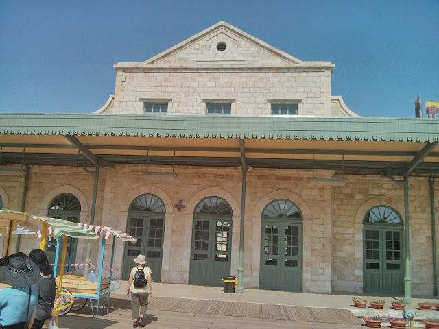 תחנת רכבת במתחם התחנה