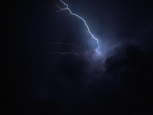 Defesa Civil e Inmet emitem alerta de chuva forte,  em Pirassununga e região